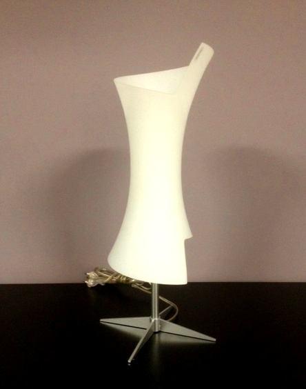 Lampada da comodino moderna Twister C6732.35 base trespolo, sconto 50%, 1 pezzo disponibile